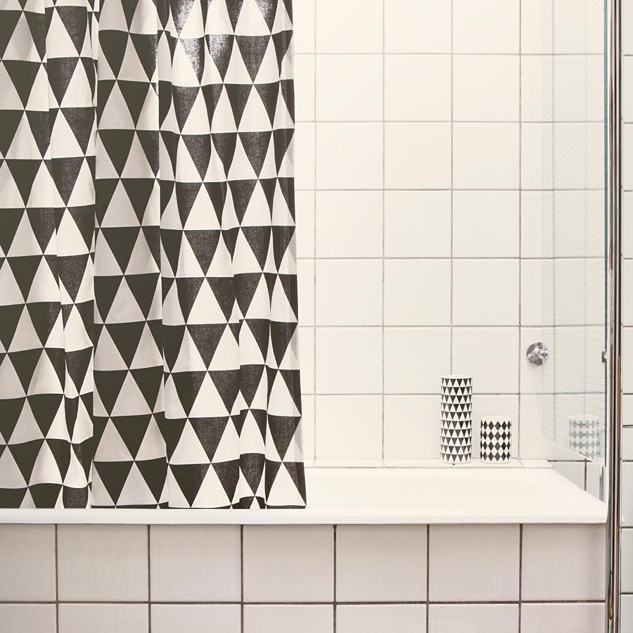 Bath_Triangle_Shower_Curtain_1_D