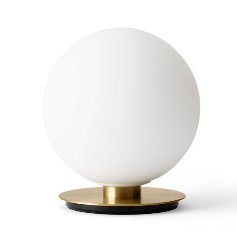 Menu TR Bulb Decken-/Wandlampe Brushed Brass mit mattem Opalglas