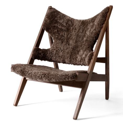 Menu Knitting Stuhl Lounge Chair Dark Stained Oak/ Sheepskin Dark Brown