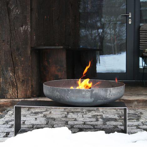 Raumgestalt Feuerschale mit Bank aus Stahl