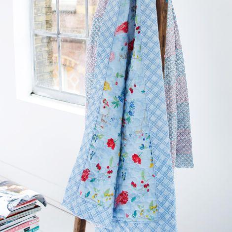 pip studio tagesdecke quilt hummingbirds blue online kaufen emil paula. Black Bedroom Furniture Sets. Home Design Ideas