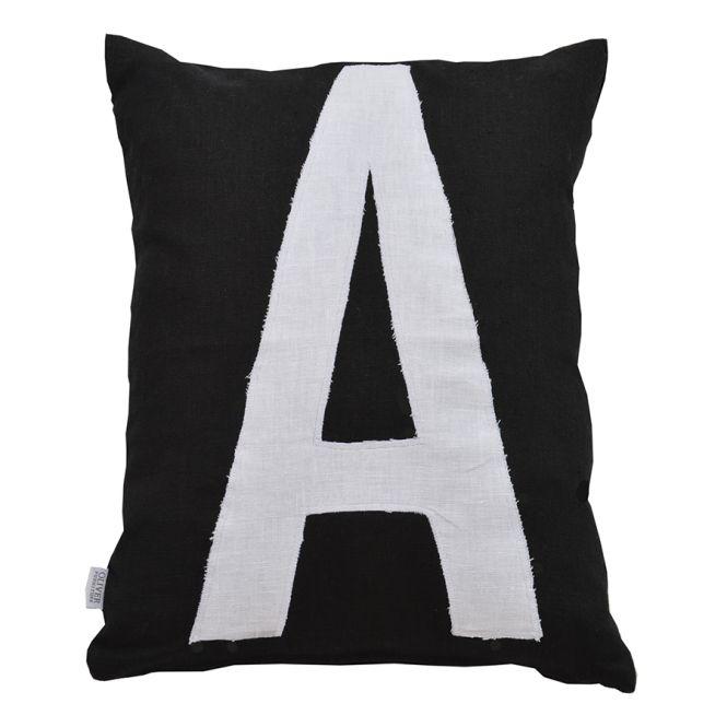 oliver furniture buchstaben kissen a schwarz wei online. Black Bedroom Furniture Sets. Home Design Ideas