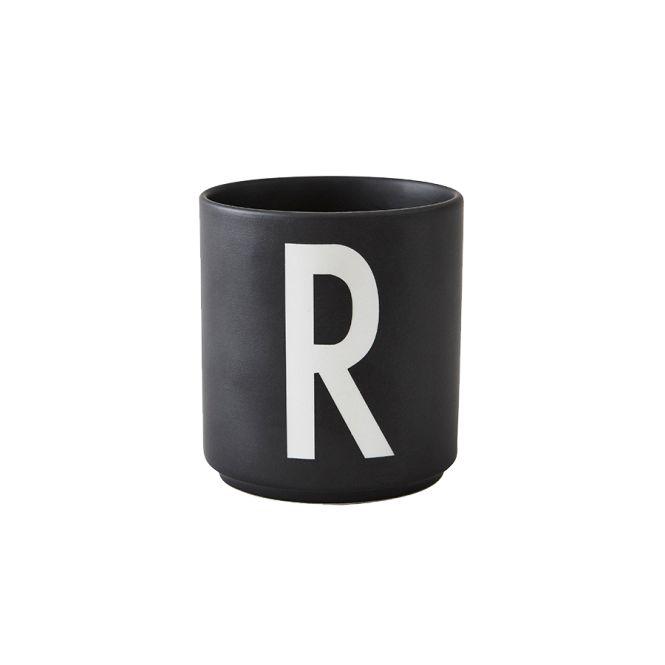 design letters porzellan becher r schwarz acheter en ligne emil paula. Black Bedroom Furniture Sets. Home Design Ideas