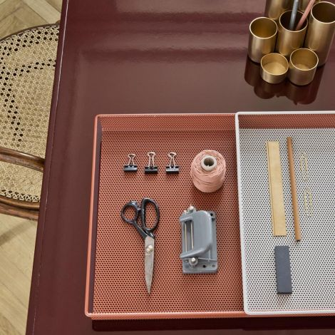 ferm LIVING Metalltablett Rose