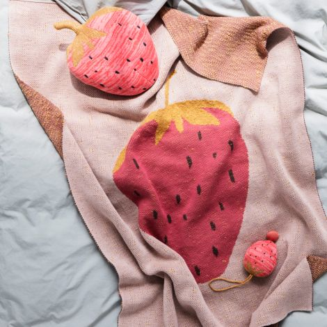 ferm LIVING Tagesdecke Strawberry