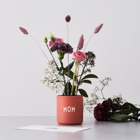 Design Letters Porzellan Becher Favourite Cups Mom Nude