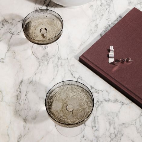 ferm LIVING Champagner Gläser Ripple Smoked Grey 2er-Set