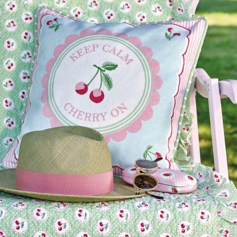 GreenGate Quilt Tagesdecke Cherry Berry Green mit Rüsche
