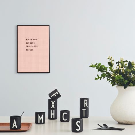 Design Letters Porzellan Becher J Schwarz