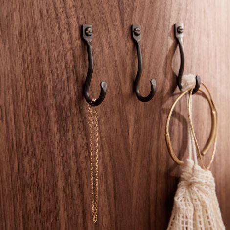 ferm LIVING Wandhaken Curvature Hooks Black Brass 3er-Set