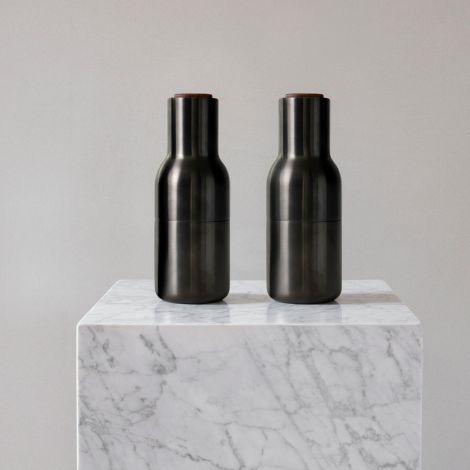 Menu Bottle Salz- & Pfeffermühle Bronzed Brass mit Walnussdeckel 2er-Set