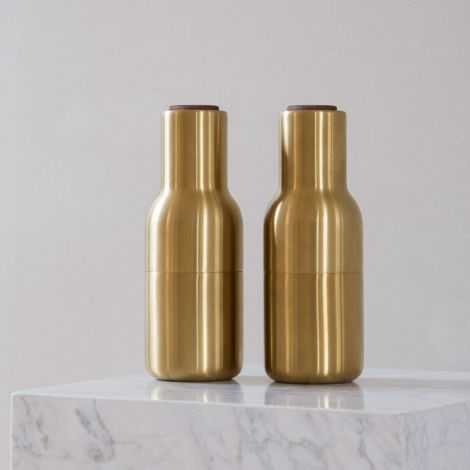 Menu Bottle Salz- & Pfeffermühle Brushed Brass mit Walnussdeckel 2er-Set