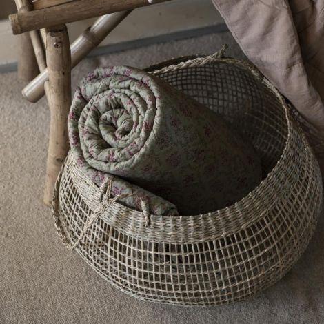 IB LAURSEN Tagesdecke Quilt Olive mit rosa Blumen und grünen Blättern