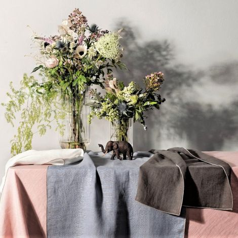 Erika Vaitkute Tischdecke VILNIA Taubenblau Natur Umkettelt 147x250