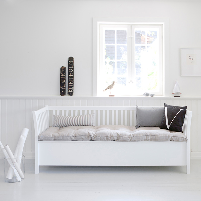 oliver furniture gro e truhenbank mit sprossen wei online. Black Bedroom Furniture Sets. Home Design Ideas