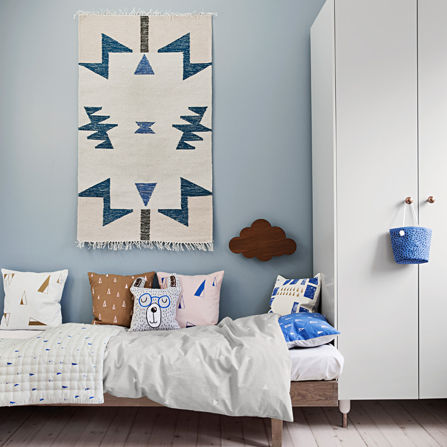 ferm living teppich kelim blue triangles small online kaufen emil paula. Black Bedroom Furniture Sets. Home Design Ideas