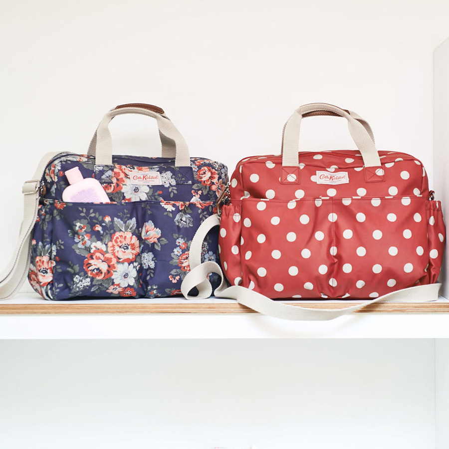 cath kidston wickeltasche nappy bag spot cranberry online kaufen emil paula. Black Bedroom Furniture Sets. Home Design Ideas