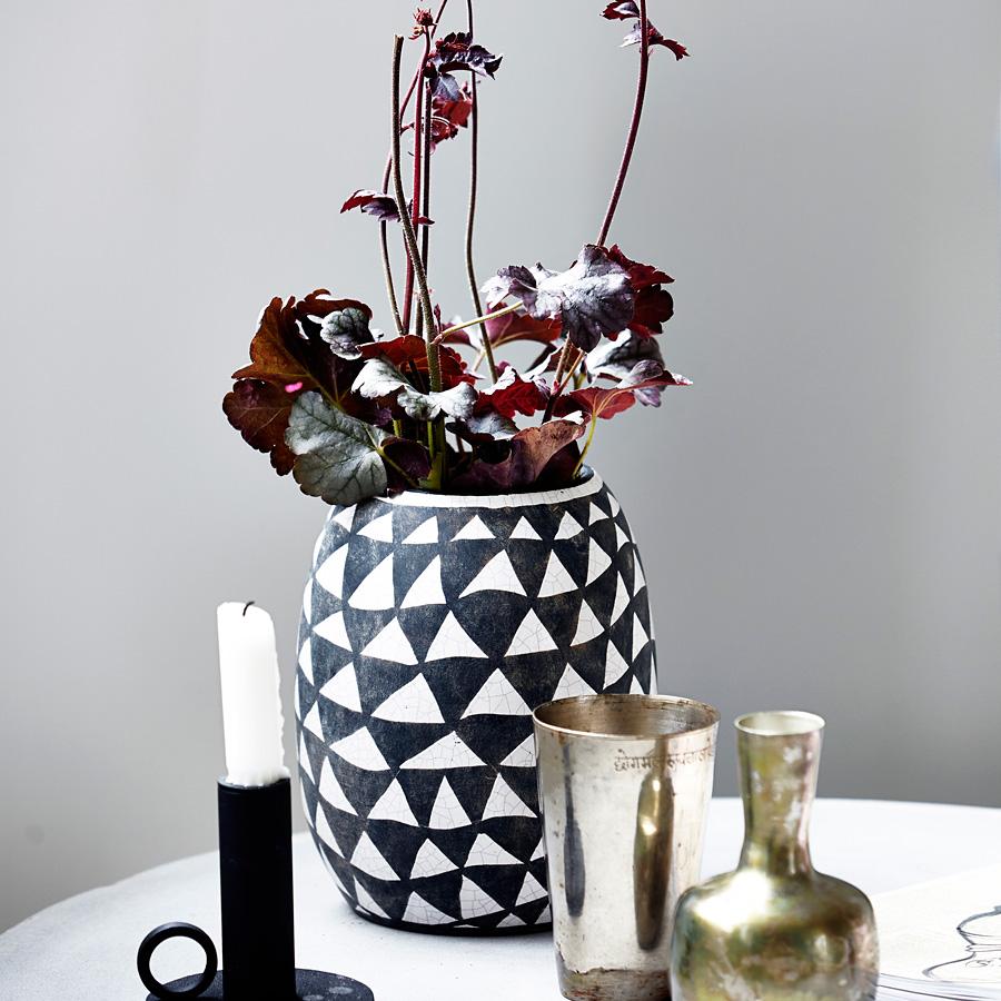 house doctor vase triangular schwarz wei online kaufen emil paula. Black Bedroom Furniture Sets. Home Design Ideas