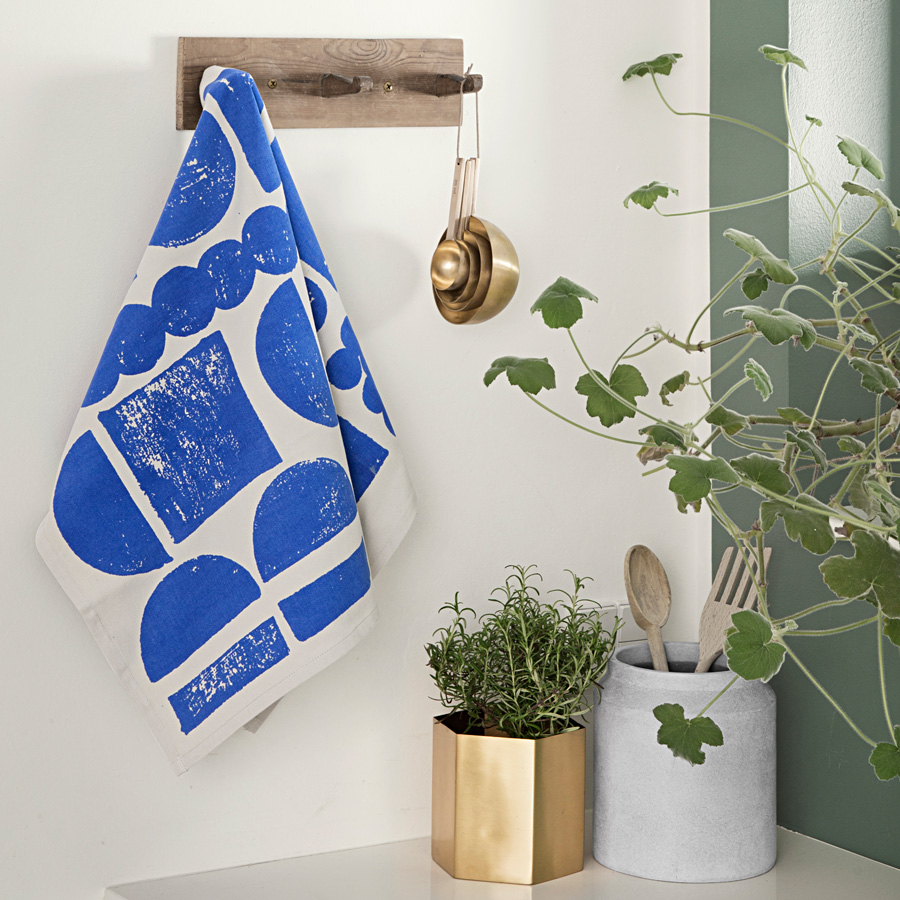 ferm living geschirrtuch stamp black online kaufen emil. Black Bedroom Furniture Sets. Home Design Ideas