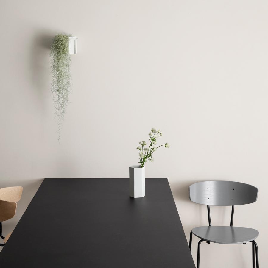 ferm living pflanzenhalter black online kaufen emil paula. Black Bedroom Furniture Sets. Home Design Ideas