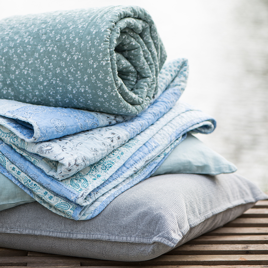 ib laursen quilt patchwork blau online kaufen emil paula. Black Bedroom Furniture Sets. Home Design Ideas